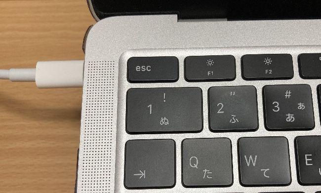 MacBook AirのUSB PD接続状態