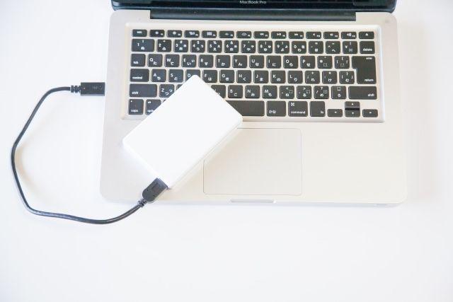 Macに外付けHDDを接続した状態