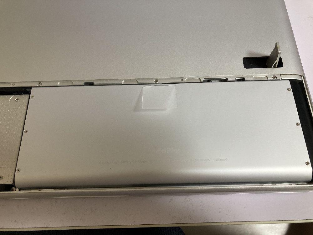 MacBook Late 2008 Inside Battery
